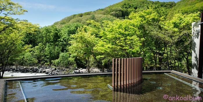 星野リゾート 渓流露天風呂